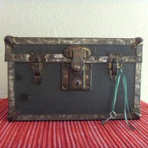 Other - Vintage Trunk